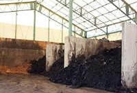 堆積された堆肥